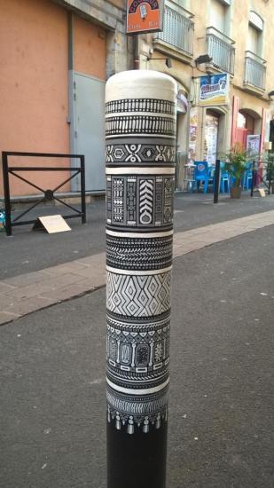 Poteau street art, rue Chenoise
